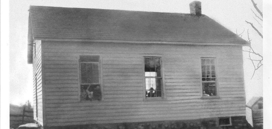 The Schoolhouse in 1917. Image from Mrs. Edna Cummins.